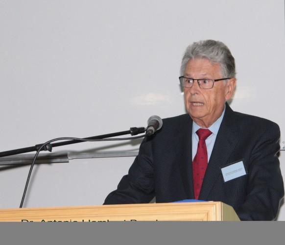 Dr. Antonio Llombart-Bosch (universidad de Valencia)
